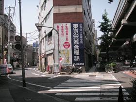 高池尻大橋駅を出てすぐに、246から旧道に入ります。