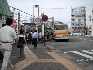 伊勢原駅北口、8/3(金)8:00AM。