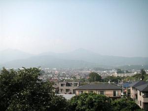 渋沢丘陵から大山方面を見る。冬の霞のない時に見てみたいです。