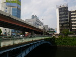 秋葉原駅近くの和泉橋。大正5年に架けられたものだそうです。