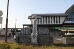 手原駅前の東経136度の子午線の碑