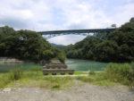 旧道志橋橋脚と現在の道志橋