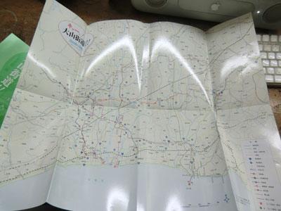 4裏返すと…。キャーッ!  本書に収載されているコースのルート全体が概観できます!