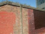 陸閘の水が出たときに板を挿すと思われる溝