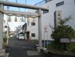 二子神社鳥居脇の大山常夜燈の穴