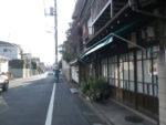世田谷区下馬の区境の道。バスも通る