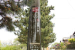 山内一豊の説明。関ヶ原町では、電柱に関ヶ原の戦いに関連した武将の豆知識が貼られています。スポンサーは近くの会社で、ここのオダテクノさんも松並木沿いにあります。