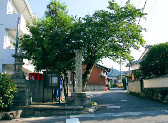 東海道小関越の入口(大津市)。三井寺の裏に抜ける道です。東海道の逢坂関(大関)に対して小関越えと言いました。古くは奈良から近江・若狭へ至る古代北陸道でした。