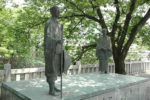 船町湊の芭蕉と木因像。木因は大垣の船町問屋で、芭蕉の俳友だった。