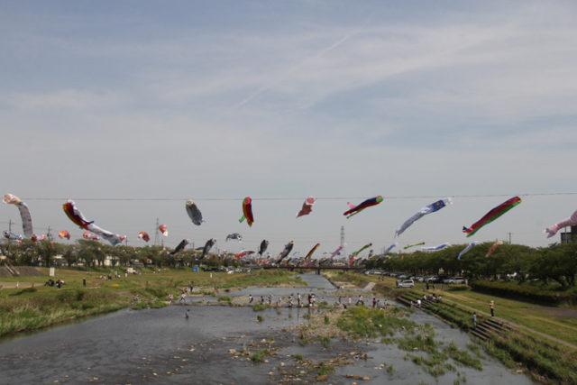 相川。今は相川橋で渡る。橋の西詰が垂井宿の東見付だった。江戸時代は川越し人足による渡河だった。春には相川に鯉のぼりが飾られ、一斉遊泳は壮観