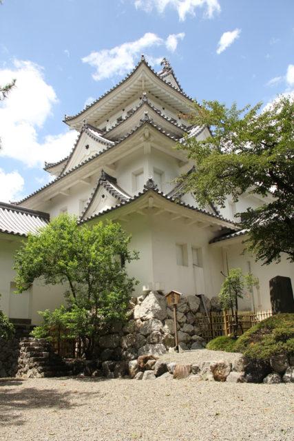 大垣城天守。明治にも取り壊されず国宝に指定されていたが、戦災で焼けた。再建された天守閣の中は資料館になっています。