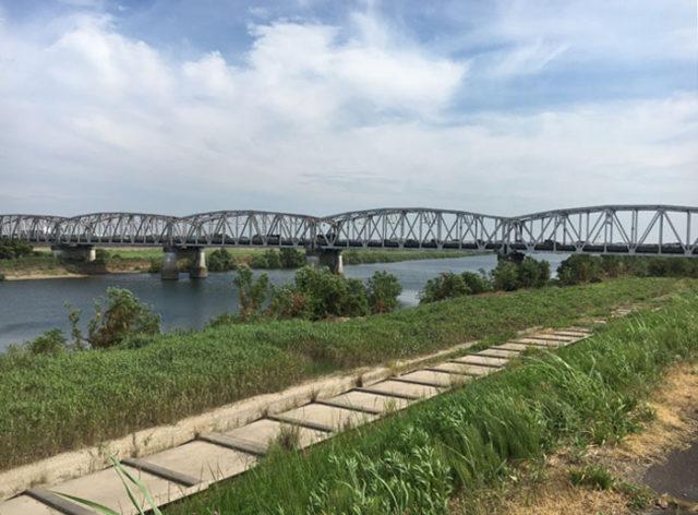 今は揖斐川橋で渡ります。