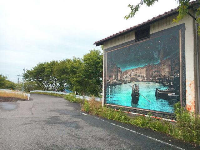 安八町の水防倉庫にはすてきな絵が描かれています。ここだけではなく、何カ所かで見ました。