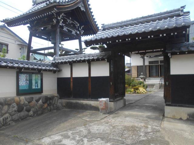 寺町の本正寺には、墨俣宿脇本陣の門が移築されています。