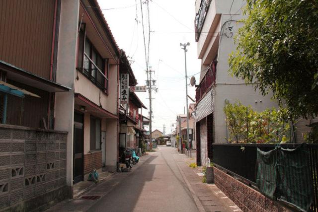 墨俣宿の北側の「殿町通り」。かつての遊郭街で、なんとなく今も面影が残っています。