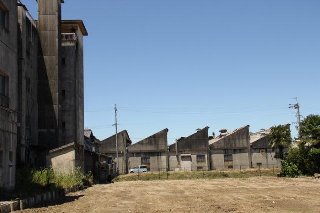 鋸屋根の④。これは家ではなく工場ですね。