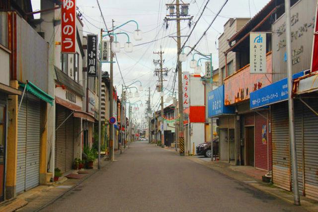 萩原商店街。いい感じの通りにわくわくします。