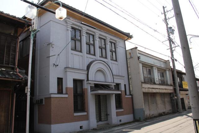 萩原にはレトロな建物が残っています。これは元郵便局の建物です。