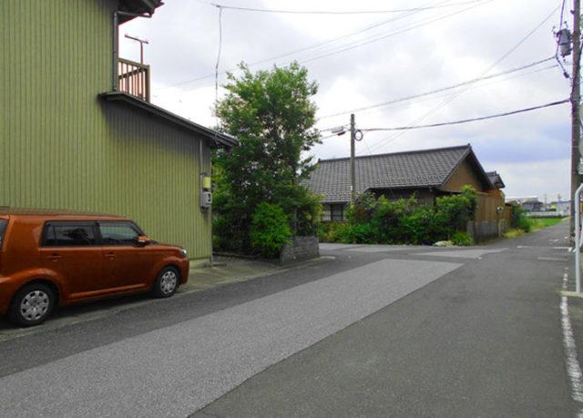 萩原宿を出て串作村。国道155線を越えて枡形があります。