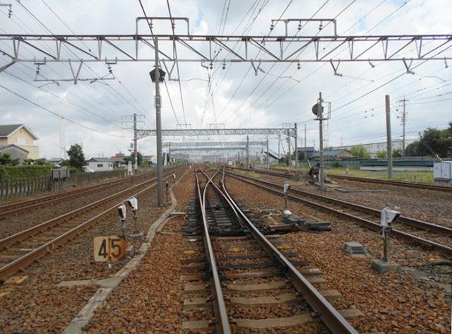 大垣街道踏切から北側(稲沢駅)方面を見る。