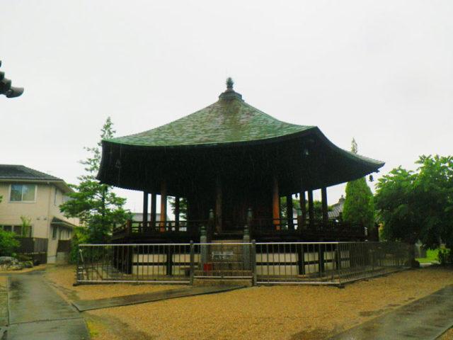 長光寺六角堂。