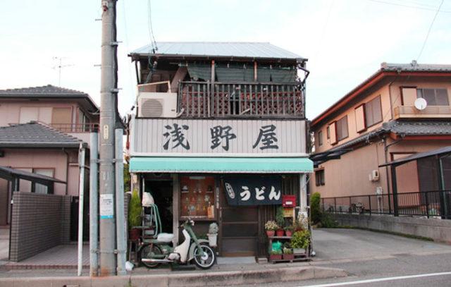 五条橋近くのうどん屋さん。橋の近くには飲食店がいくつかあります。