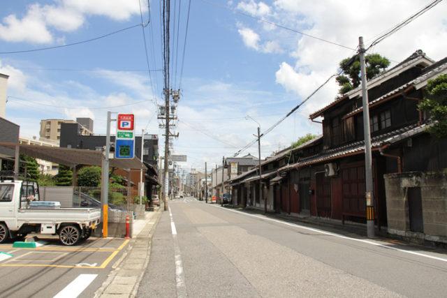 須ヶ口交差点付近。北側に名鉄須ヶ口駅があります。