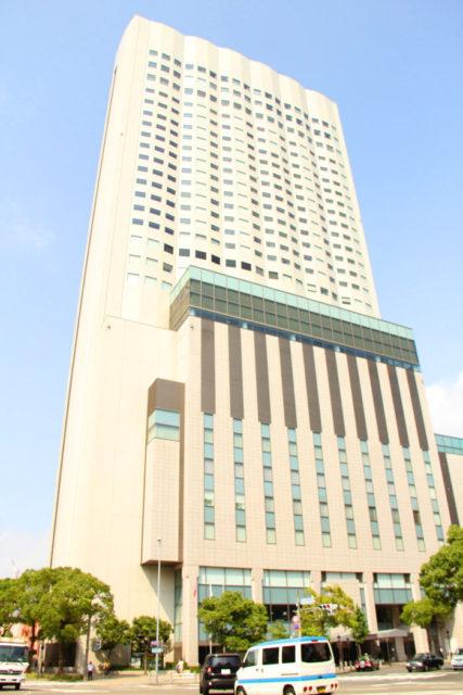 金山駅前にそびえる金山南ビル。名古屋都市センターでは、名古屋のジオラマのほか、展望喫茶室もあります。