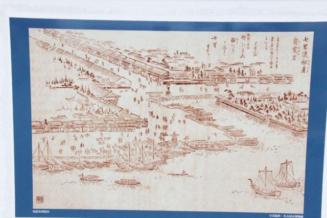 七里の渡し(「尾張名所図会」)。多くの船と建物が並び、賑わっています。
