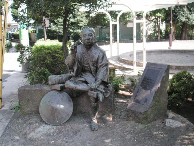 大山道旅人の像