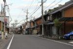 赤坂宿。西から東へ中山道は坂を下って行きます。