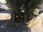 品川道。分岐に庚申塔が祀られています