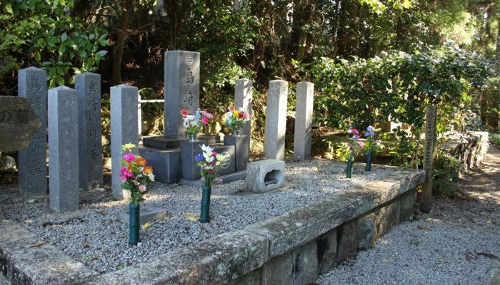 馬籠宿。『夜明け前』には萬福寺として登場する永昌寺。島崎家の墓がある。