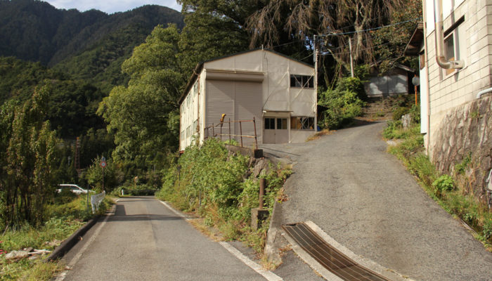 三留宿西、与川道との分岐。左が中山道