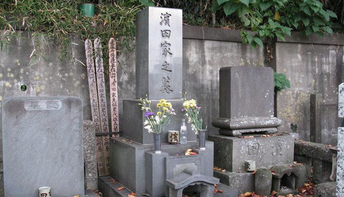 宗隆寺にある高津出身の人間国宝、濱田庄司の墓