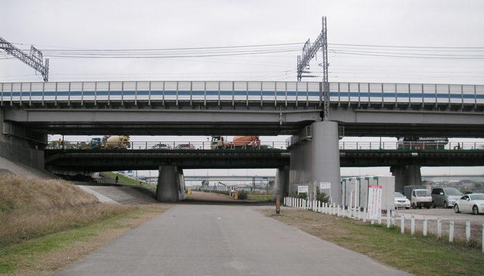 二子橋手前が東急線用、奥が人車用。