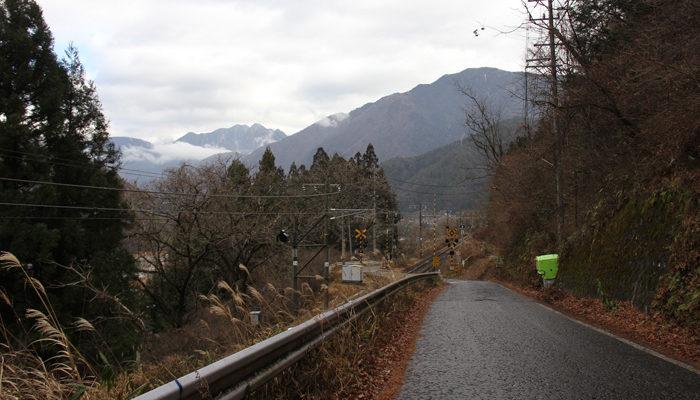 橋場から須原へ下る長坂