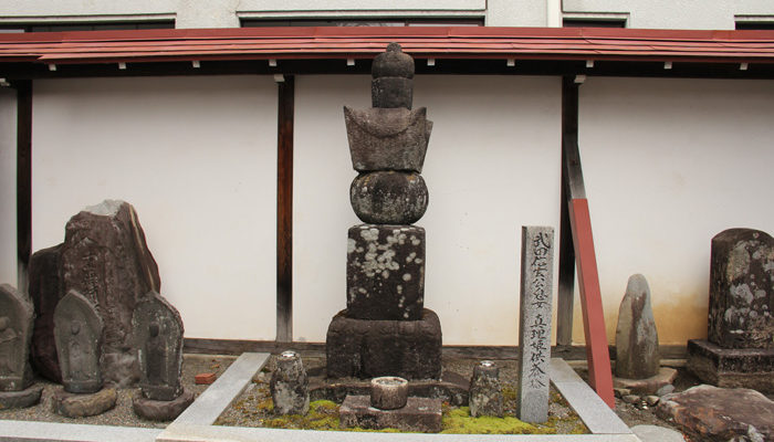 大通寺の真理姫供養塔