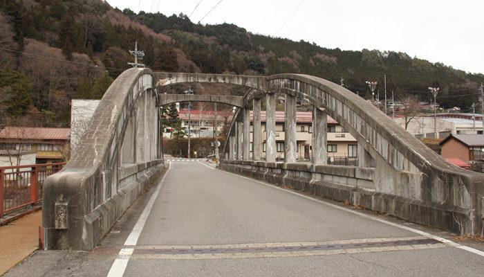 木曽川右岸にある山村代官屋敷と福島宿を結ぶ大手橋。