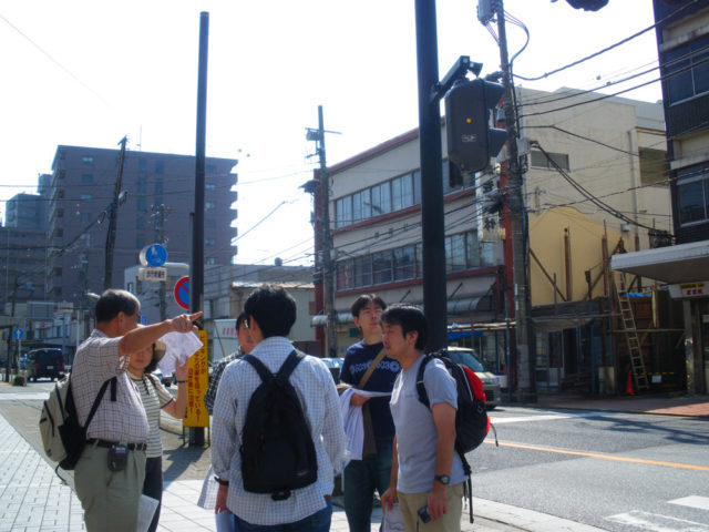 2008年10月4日 厚木宿を案内する中平さん
