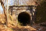 桜沢。中央線が明治43年に開業した当時に掘削された「大岨隧道」