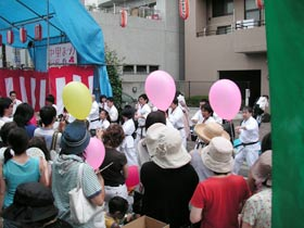 極真会館世田谷東支部による演舞。瓦割などもしていて本格的でした。