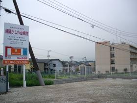 大塚本町交差点を渡ってからの坂の途中、この曇天の中、「かすかに丹沢が見えますね」と中平さん。……、さすが、大山街道のプロを感じました。