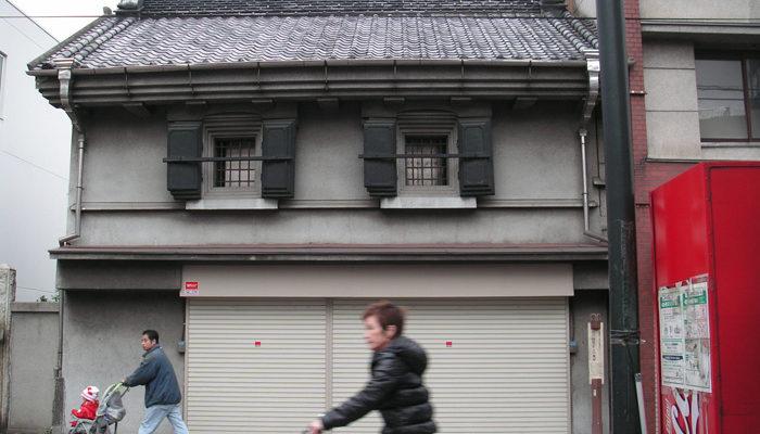 薬屋、明和年間創業の灰吹屋。