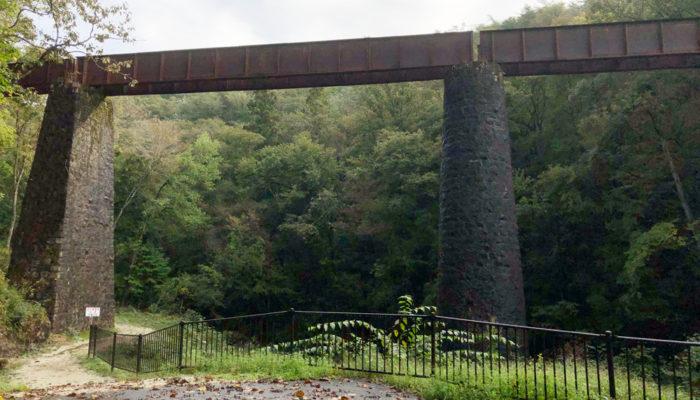 苗木城に行く途中、北恵那鉄道の橋が残っている