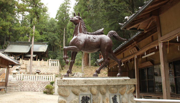 坂本神社八幡宮の神馬。関ヶ原ウォーランドの浅野祥雲氏が作者