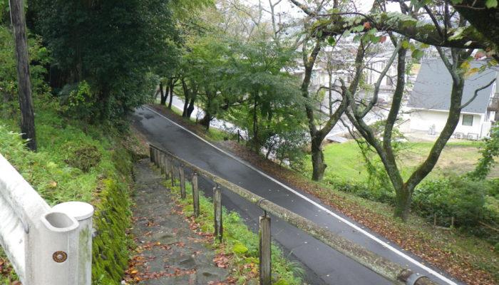 中津川宿西のこでの木坂。急坂。「こでの木」が何の木かはよくわからない。