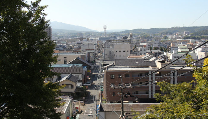 茶屋坂の上から中津川宿を見る。