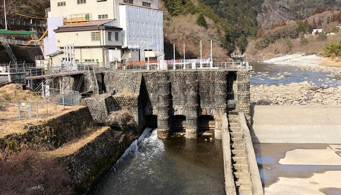 上松発電所。桃山発電所取水堰堤