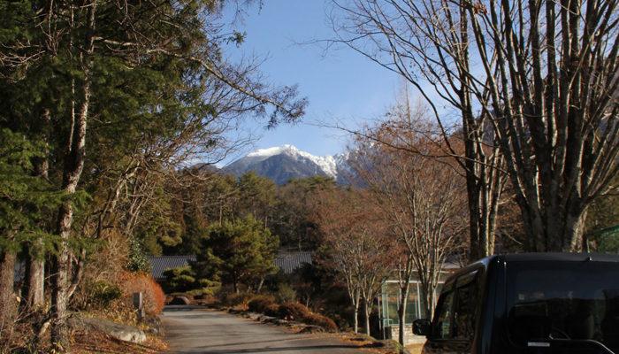 上松中学校入り口から木曽駒ヶ岳を見る